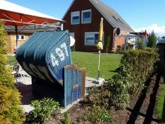 Ferienwohnungen Kolks Huus in Neuharlingersiel mit Garten und Terrassen, Strandkörben und Sonnenschutz