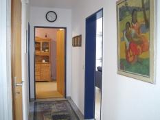 Ferienwohnung 1, Flur zur Küche und zum Wohnzimmer